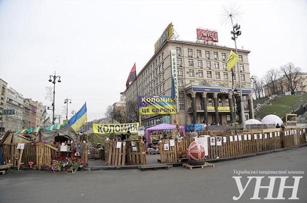 На Майдане Незалежности посадили огород и строят свинарник